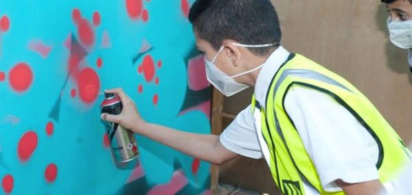 Kid-spray-graffiti